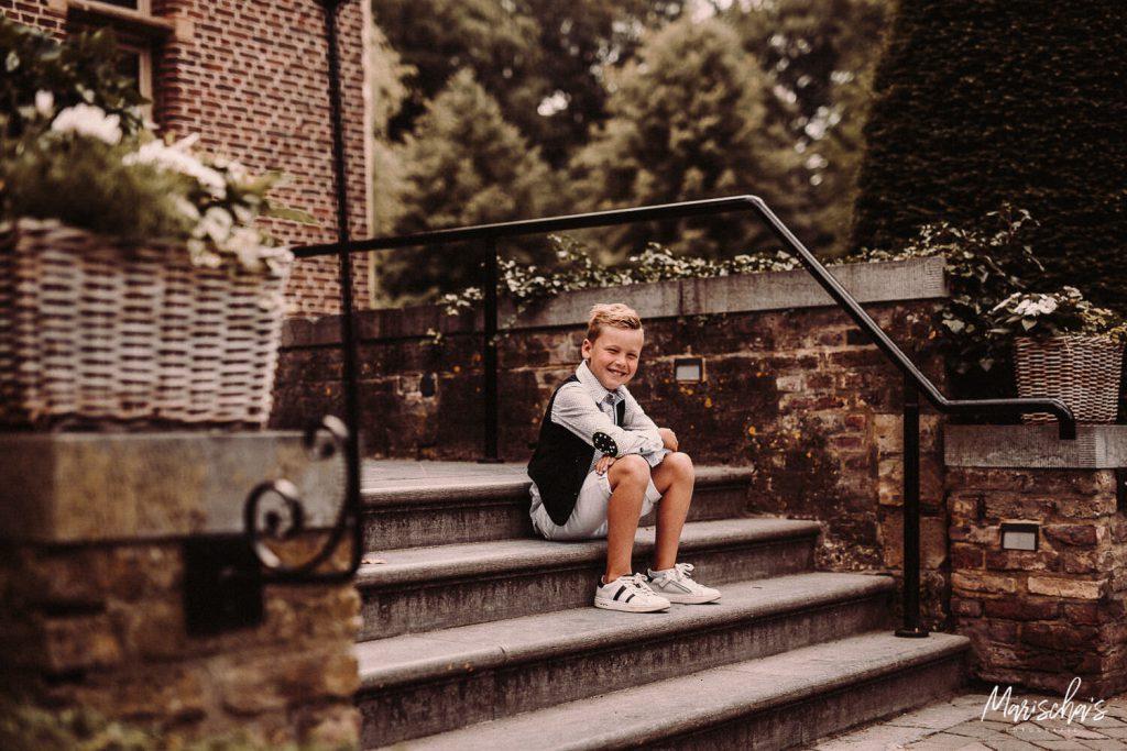 Communie fotograaf voor een communie te fotograferen bij Kasteel Terworm in parkstad