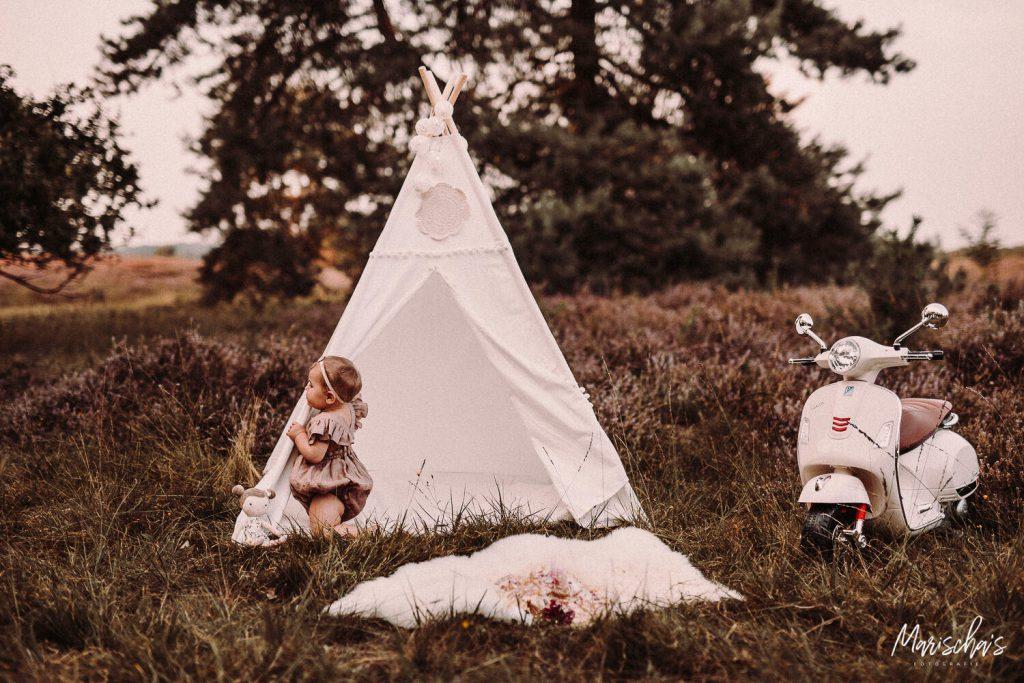 Fotoshoot Cakesmash buiten in het bos in Limburg