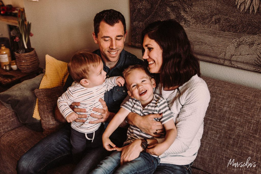 fotoreportage van een gezin bij hun thuis in limburg