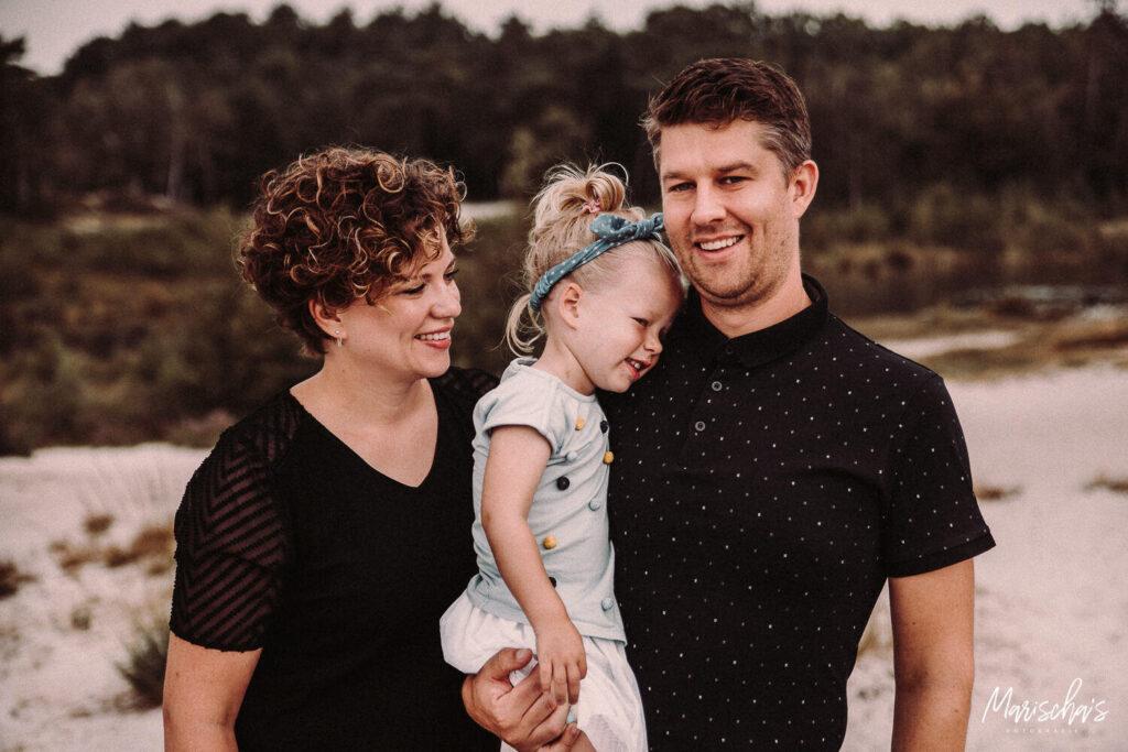 Fotoshoot van een familie op een buiten locatie in de Brunssummerheide Parkstad