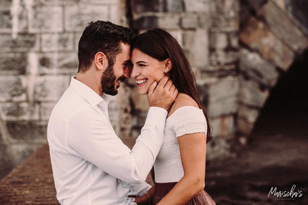 prewedding fotoshoot van dit verloofd stel in het centrum van maastricht in zuid nederland