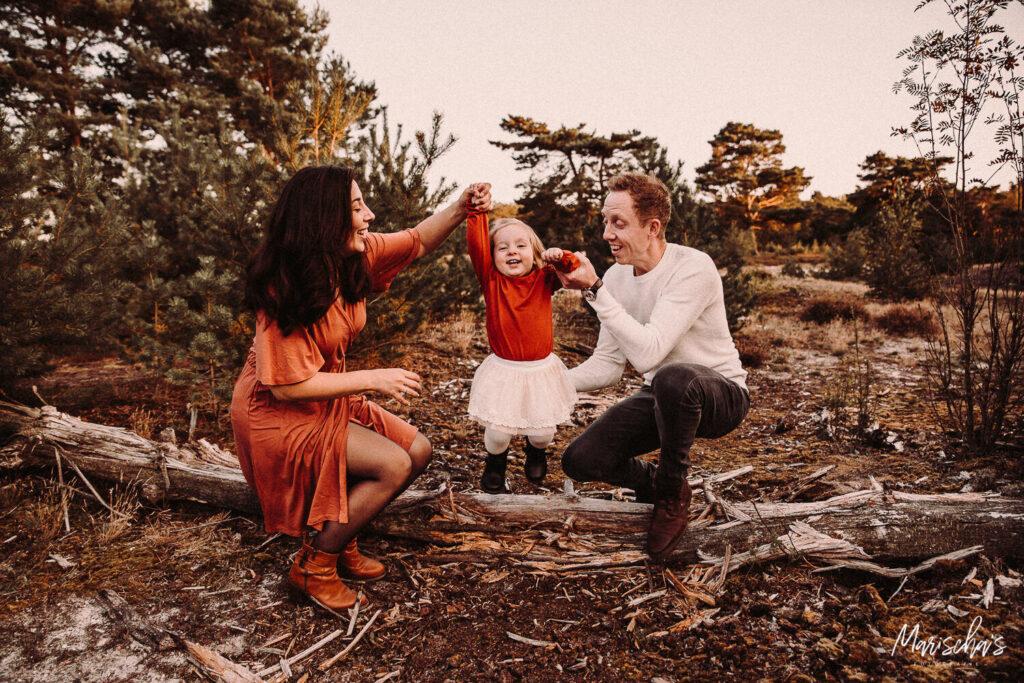 Fotoshoot met deze familie op de mooie buitenlocatie in het bos Limburg