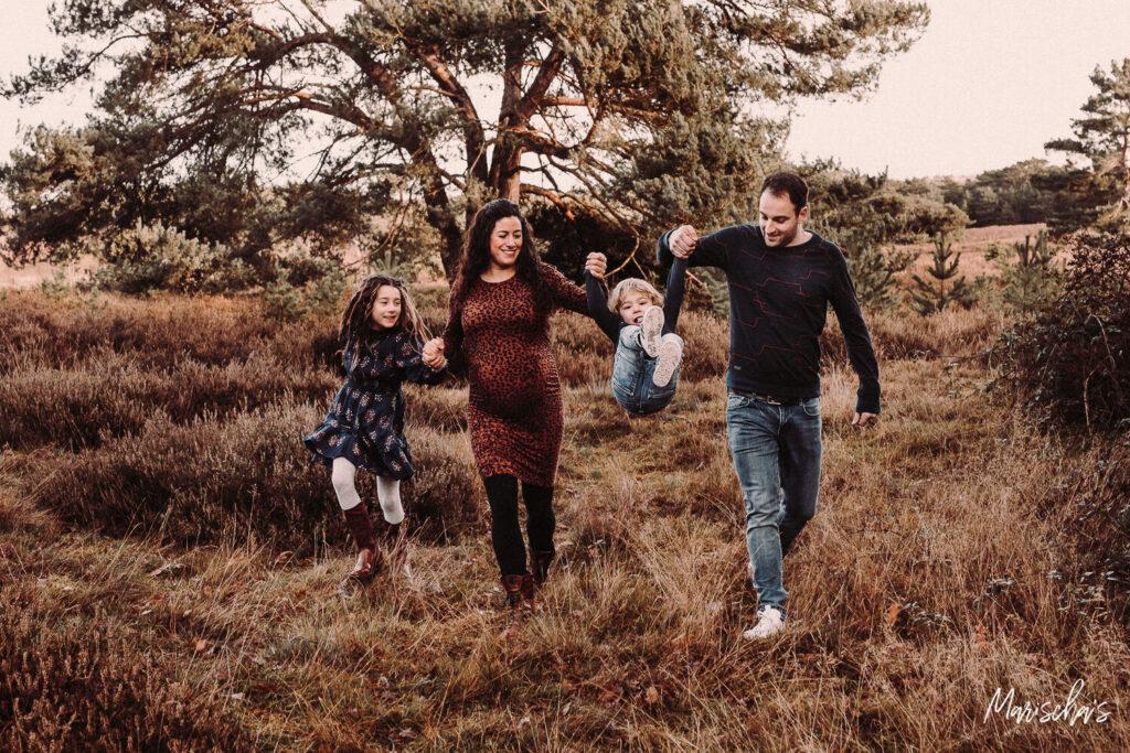 zwangerschap fotoshoot op de Brunssummerheide in Parkstad