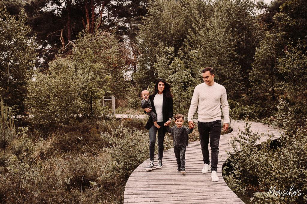 spontane familie fotoshoot bij het bos strabrechtsche heide in eindhoven