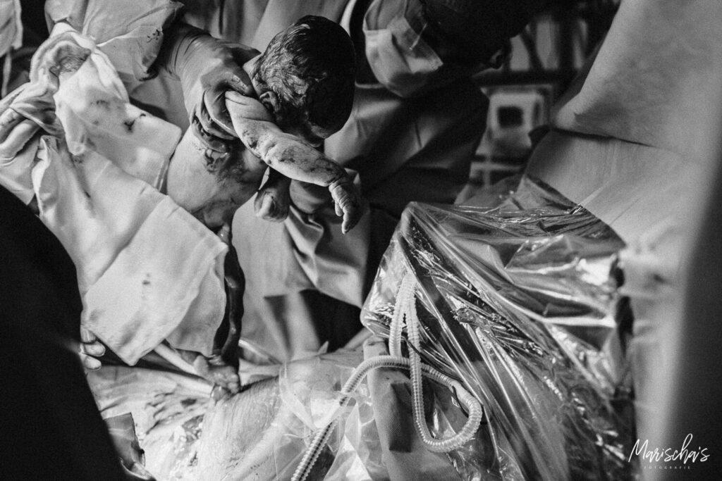 Als fotograaf fotografeer ik ook de geboorte van jullie kindje voor een thuis bevalling of in het ziekenhuis.