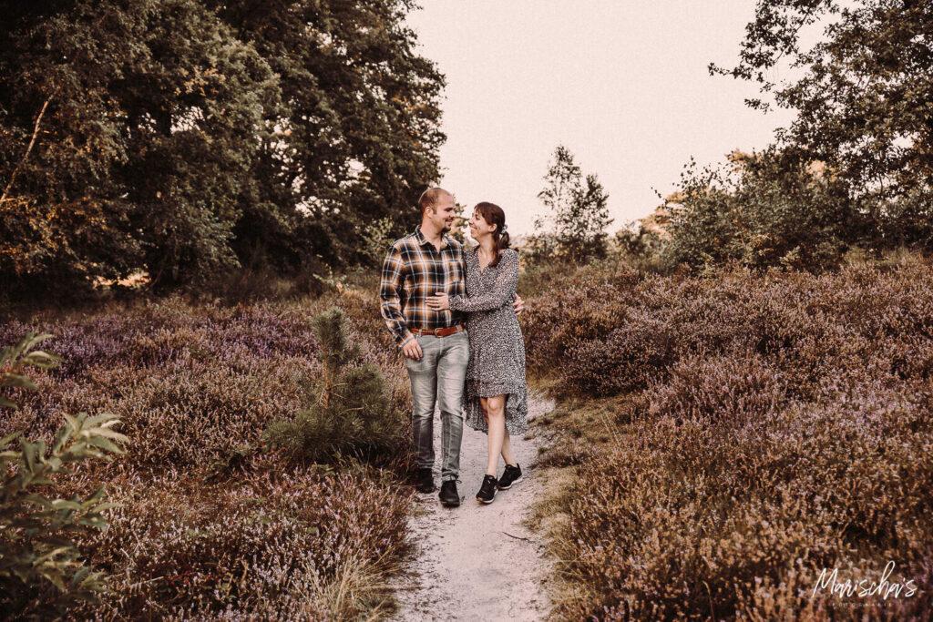 familie fotograaf voor een buiten fotoshoot in het bos in limburg